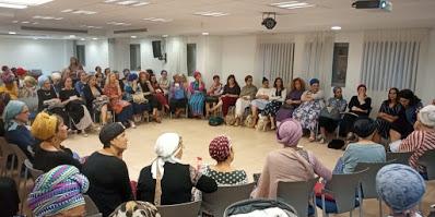 לנשים- חבורת נשים לומדות ברסלב בחיבור הלב וחיבור לאור החודש.